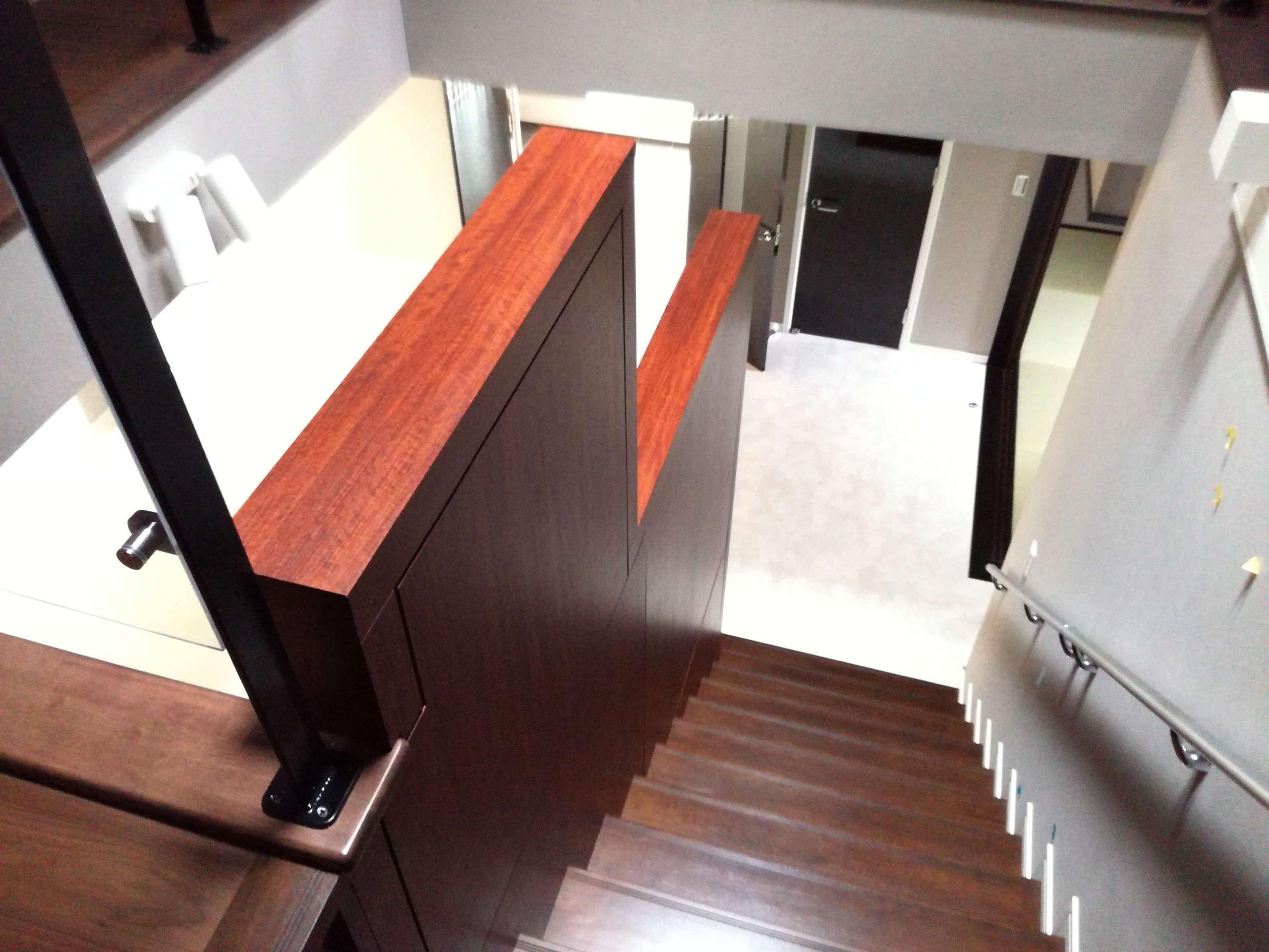 階段横のパーティション_大阪